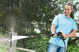Gartenmöbelreinigung